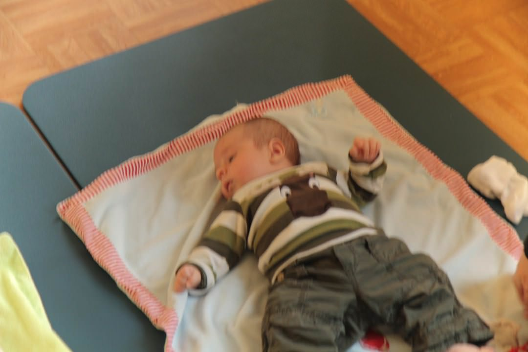 Baby Angezogen