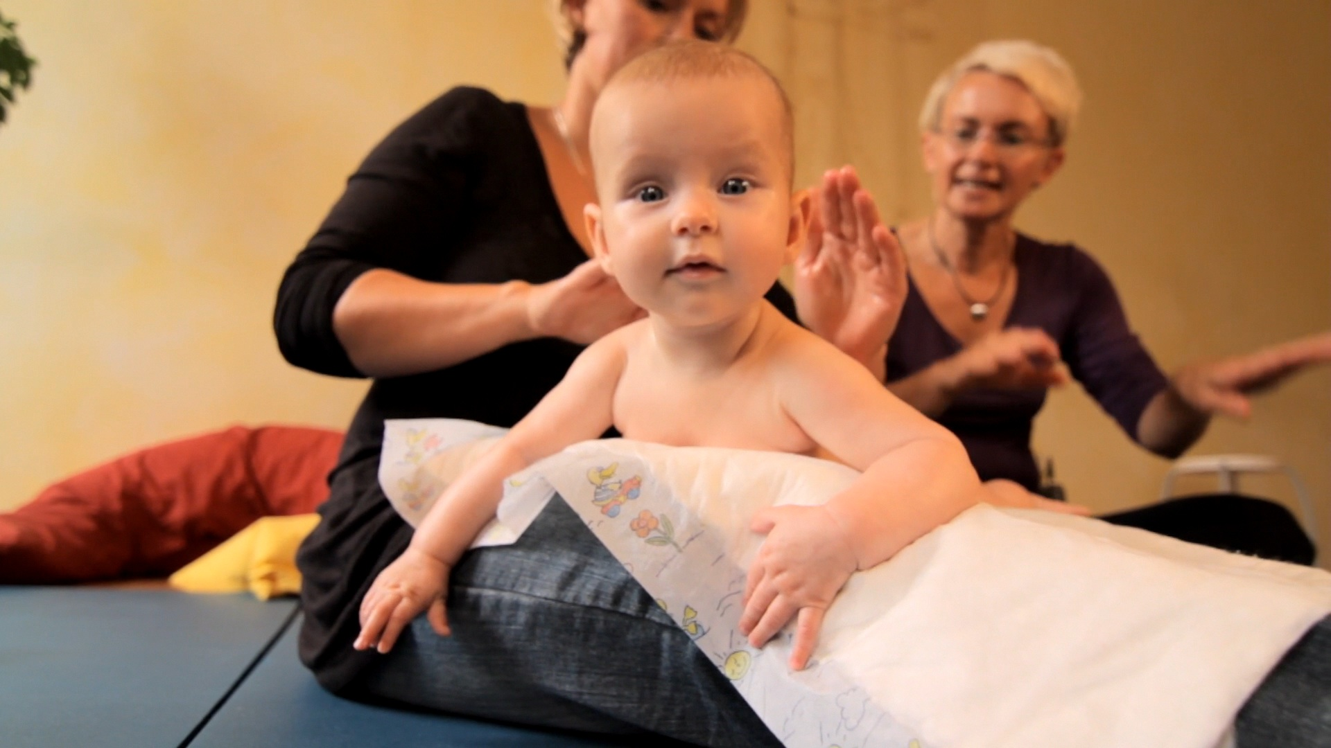 So funktioniert die Babymassage!