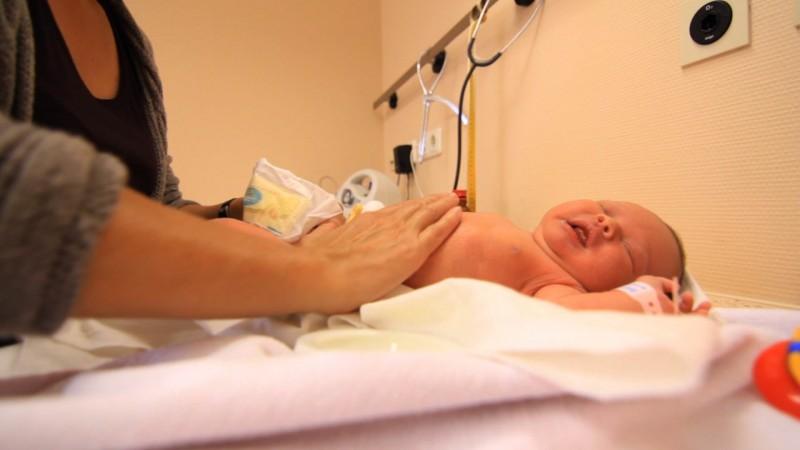 Baby-Bauchmassage gegen Blähungen und Bauchweh